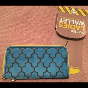 NWT full-zip Travelon wallet with RFID protection
